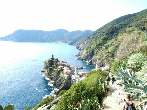 Amazing views of Vernazza, backpacking italy