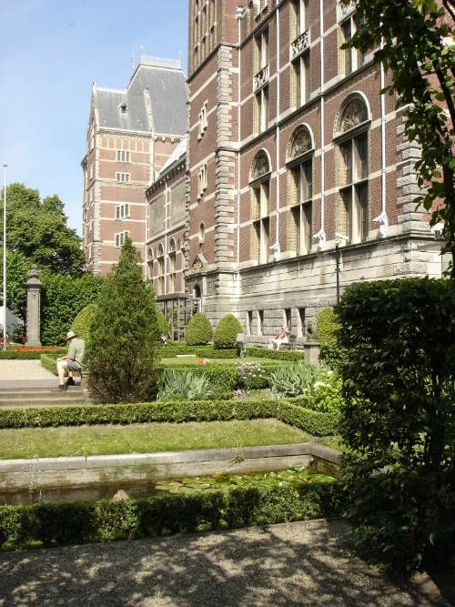 Rijksmuseum Gardens, best cheap backpacking in europe
